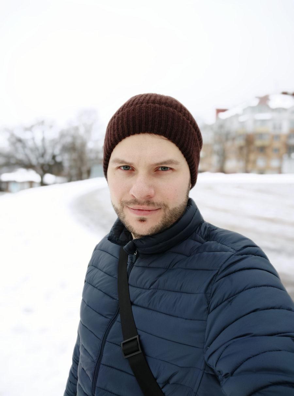 Пример фото с фронтальной камеры Xiaomi Redmi Note 7 - портретный режим