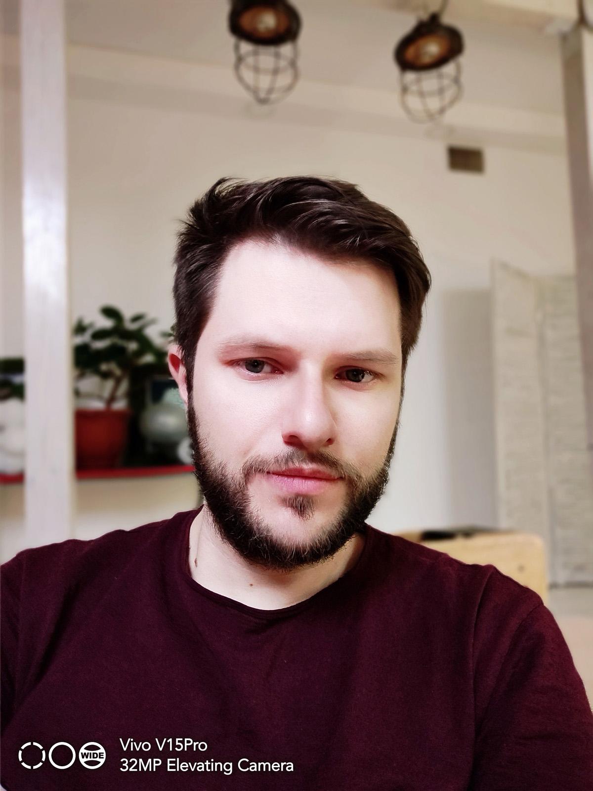 """Селфи с максимальным """"украшением"""" лица - снято на Vivo V15 Pro"""