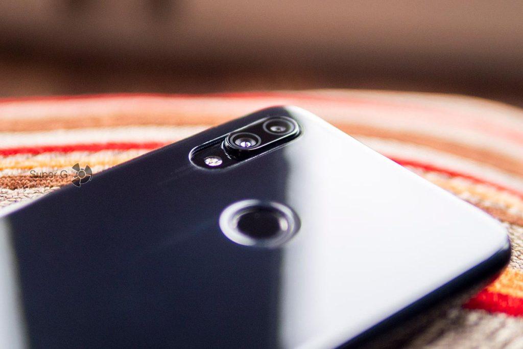 Задние камеры Xiaomi Redmi Note 7 выступают над корпусом и даже чехол не скрывает выступ