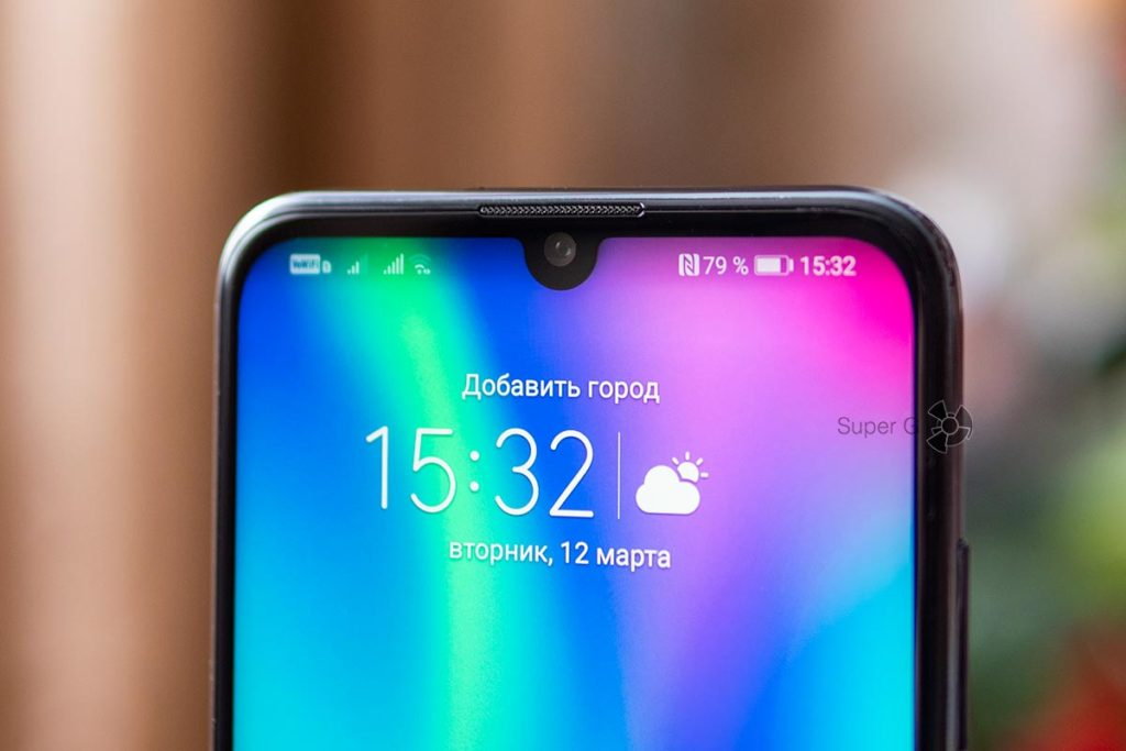Экран Honor 10 Lite без чёлки, но с каплей