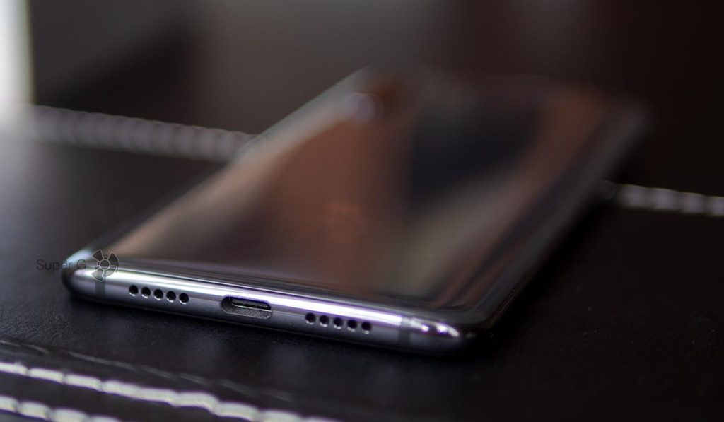 Xiaomi Mi 9 не имеет аудиовыхода 3,5 мм