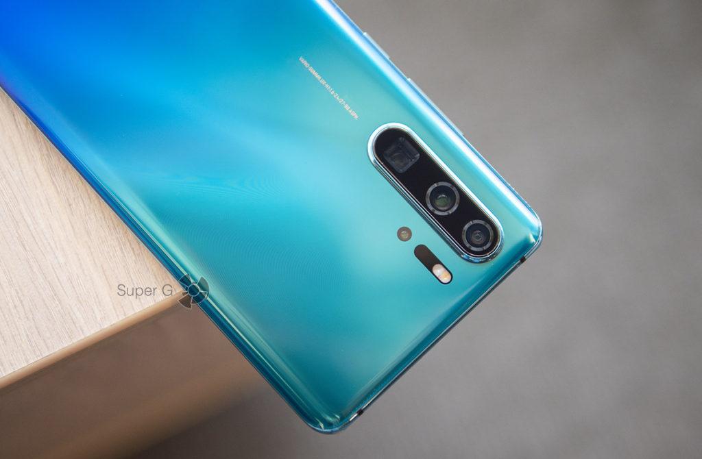 Четыре задние камеры Huawei P30 Pro