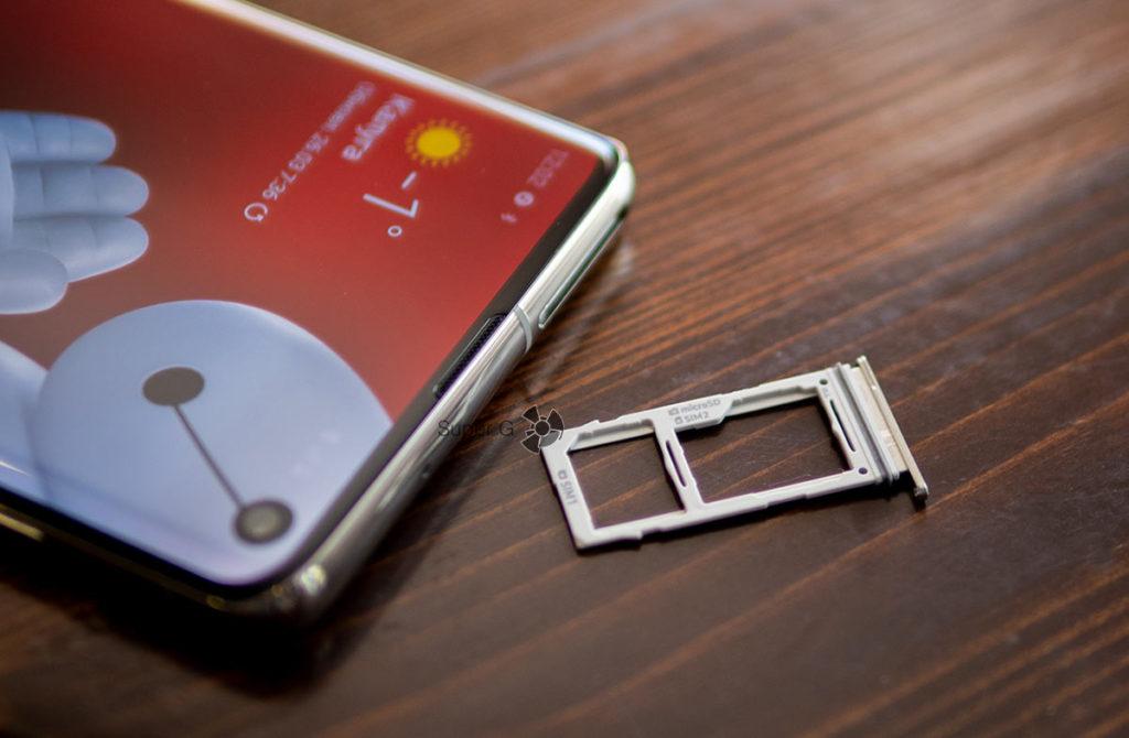 Комбинированный слот под SIM-карты и карточку памяти Samsung Galaxy S10