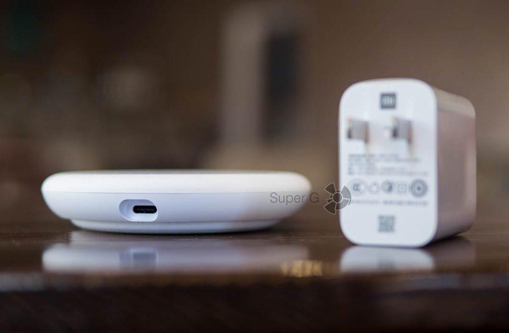 Xiaomi Mi Wireless Charger 20 Вт подключается по USB Type-C
