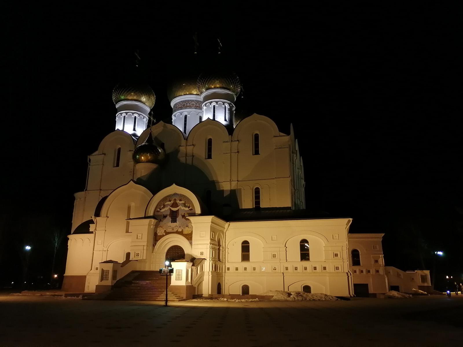 Пример фотографии, сделанной ночью на Honor 10i