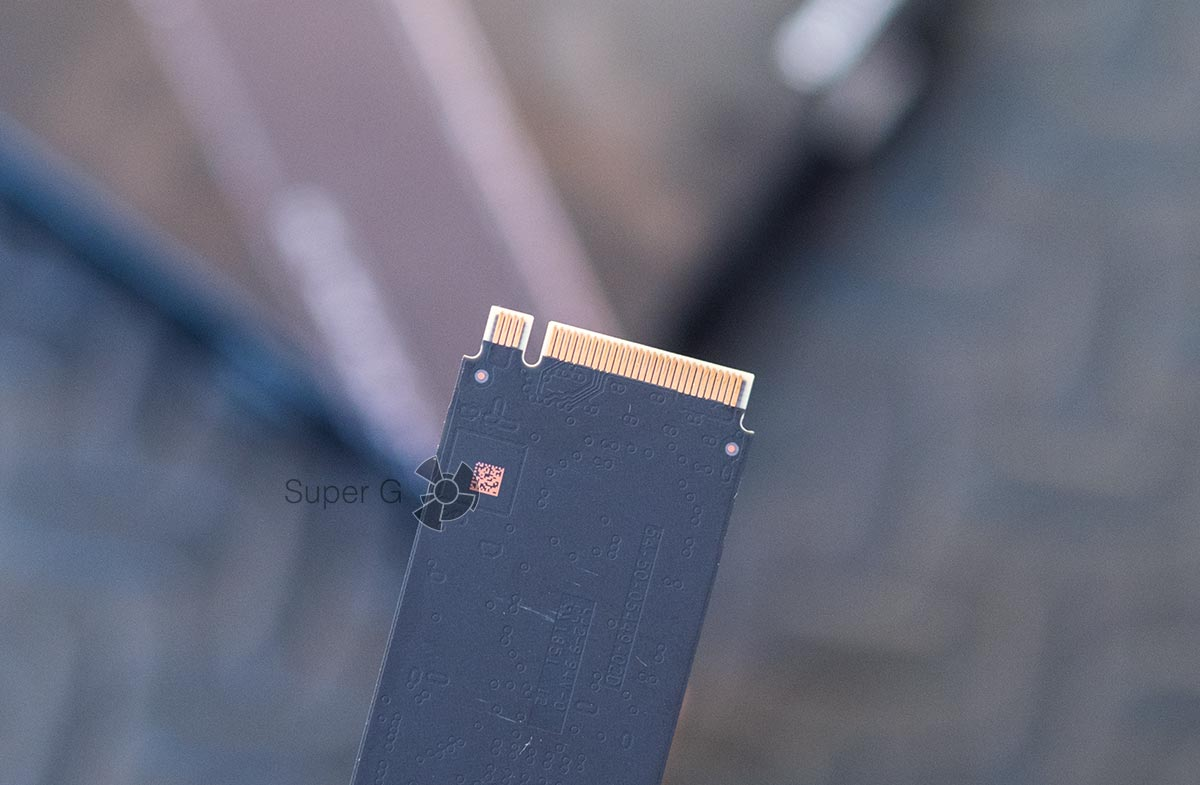 Western Digital WD Black SN750 - 4 пина на тыльной стороне