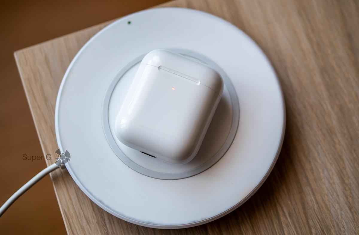 Беспроводная зарядка Apple AirPods 2 работает