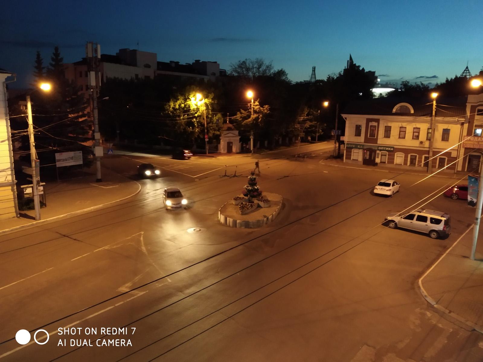 Пример ночного фото с камеры Redmi 7
