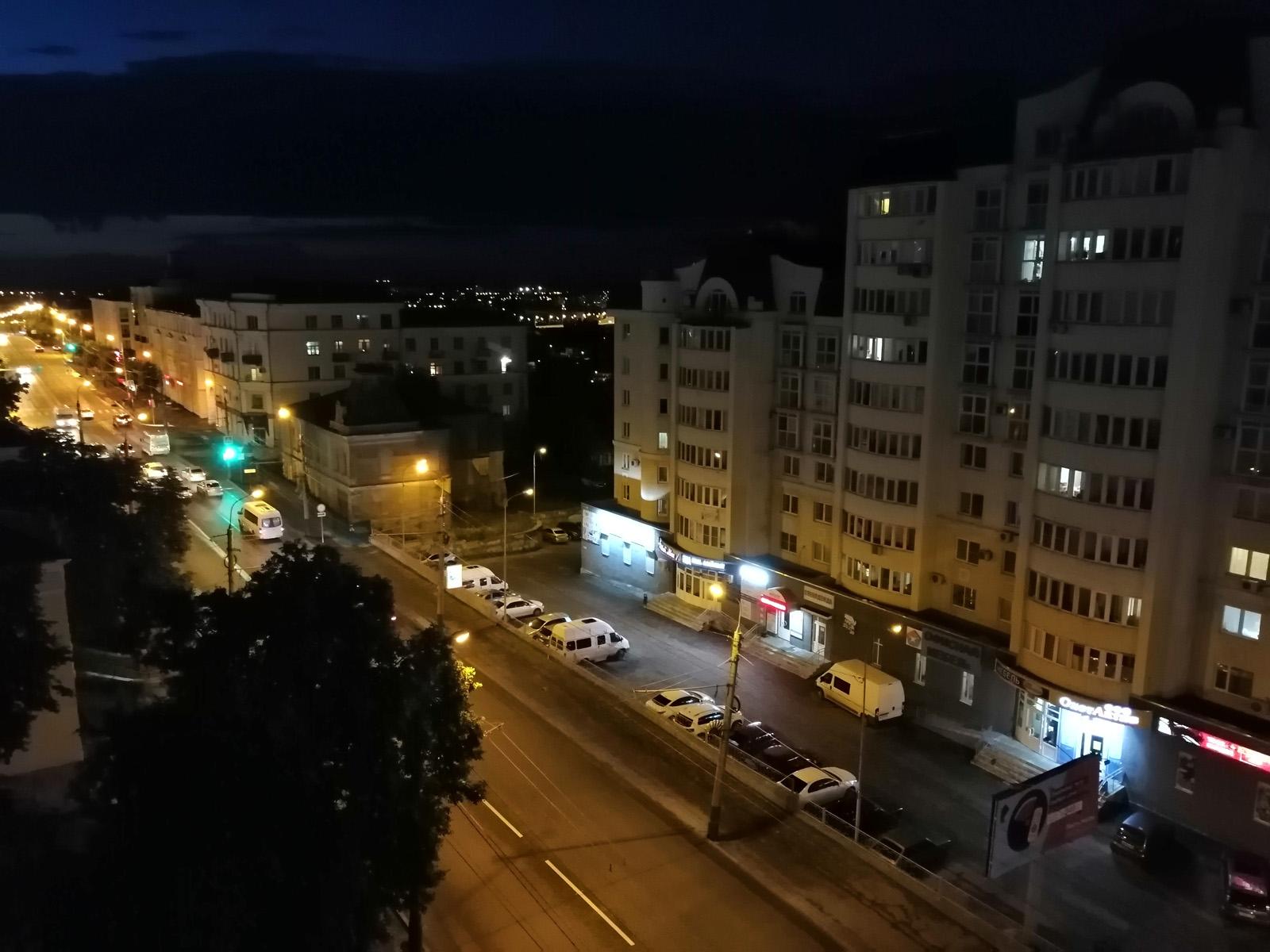 Ночное фото с Huawei P Smart Z, снятое на автомате
