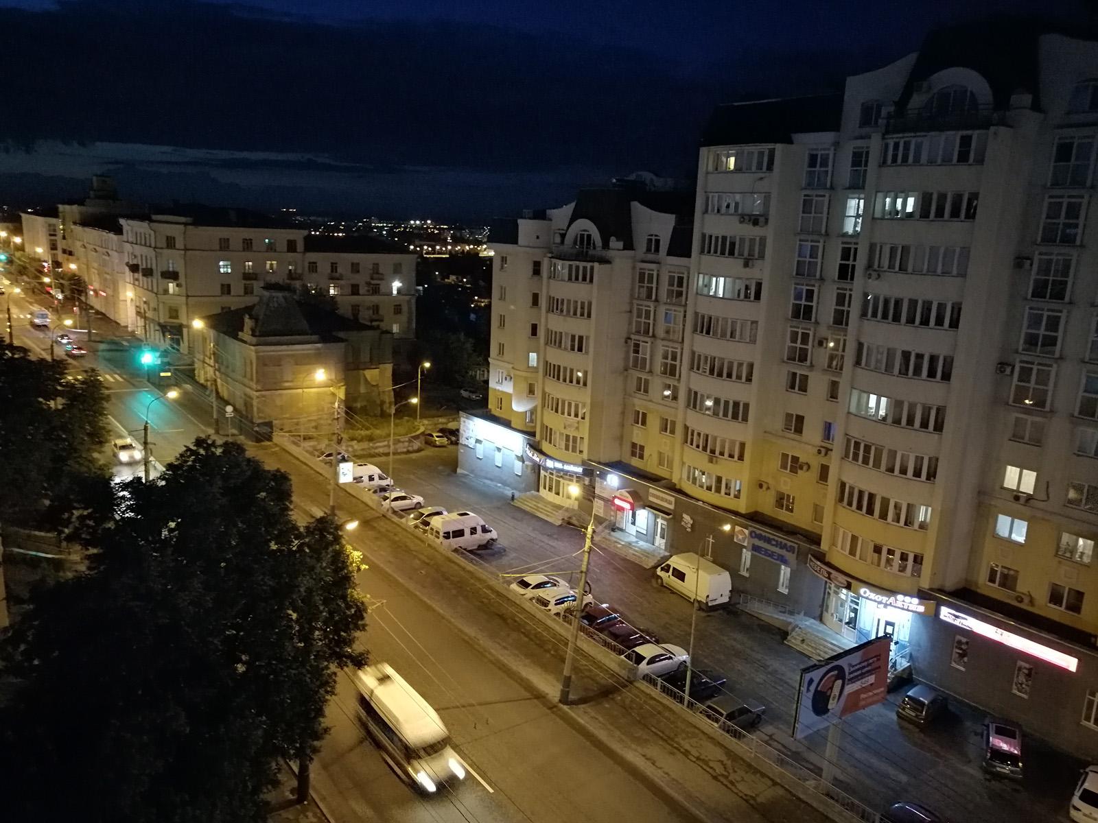 Пример ночного фото с камеры Huawei P Smart Z с HDR