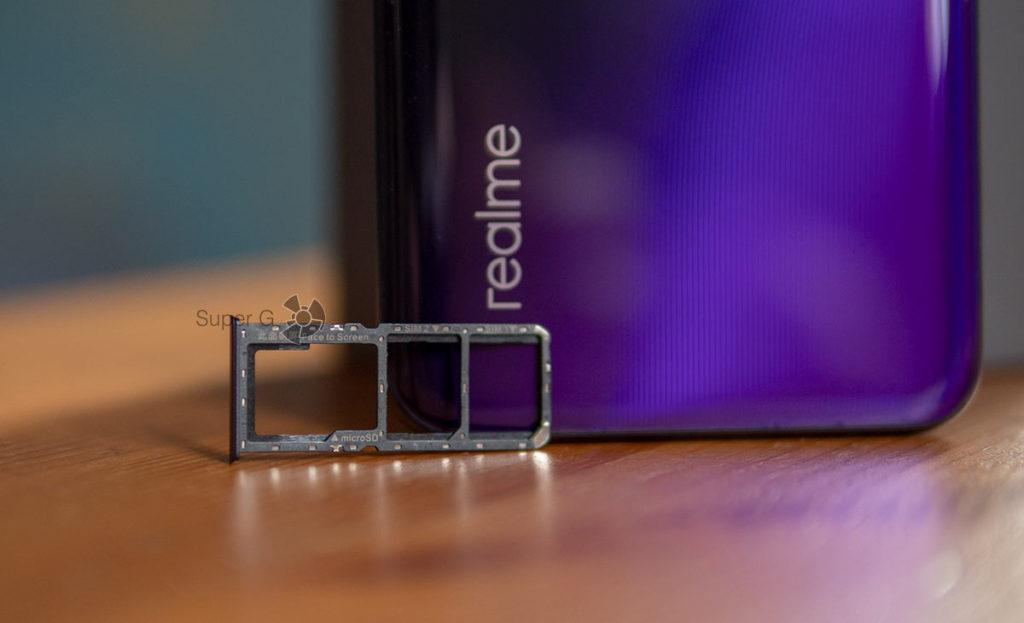 Лоток под Nano SIM-карты и Micro SD раздельный в Realme 3 Pro
