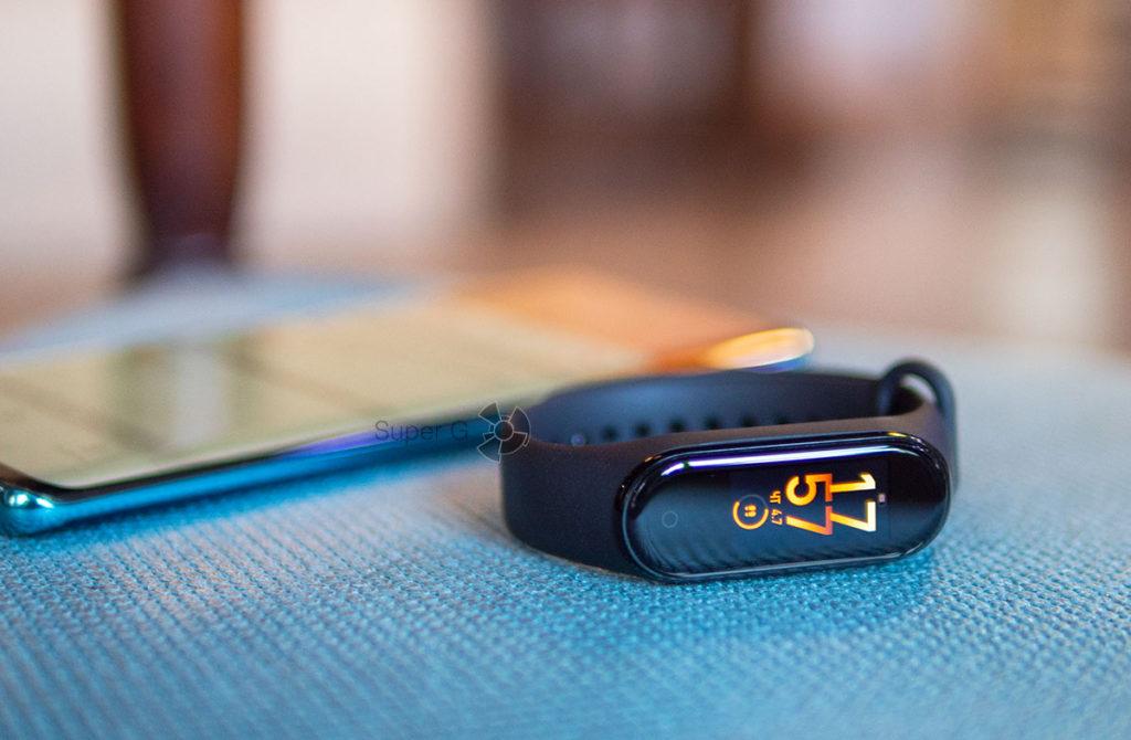 Цветной дисплей с защитным стеклом Xiaomi Mi Smart Band 4