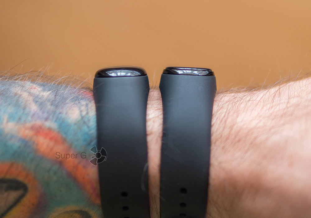 Сравнение Xiaomi Mi Band 3 (слева) и Xiaomi Mi Band 4