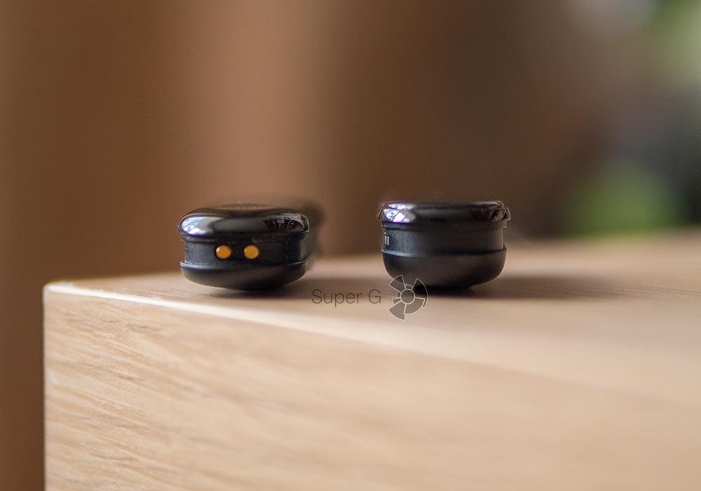 Xiaomi Mi Band 3 (слева) и Xiaomi Mi Smart Band 4 (справа)