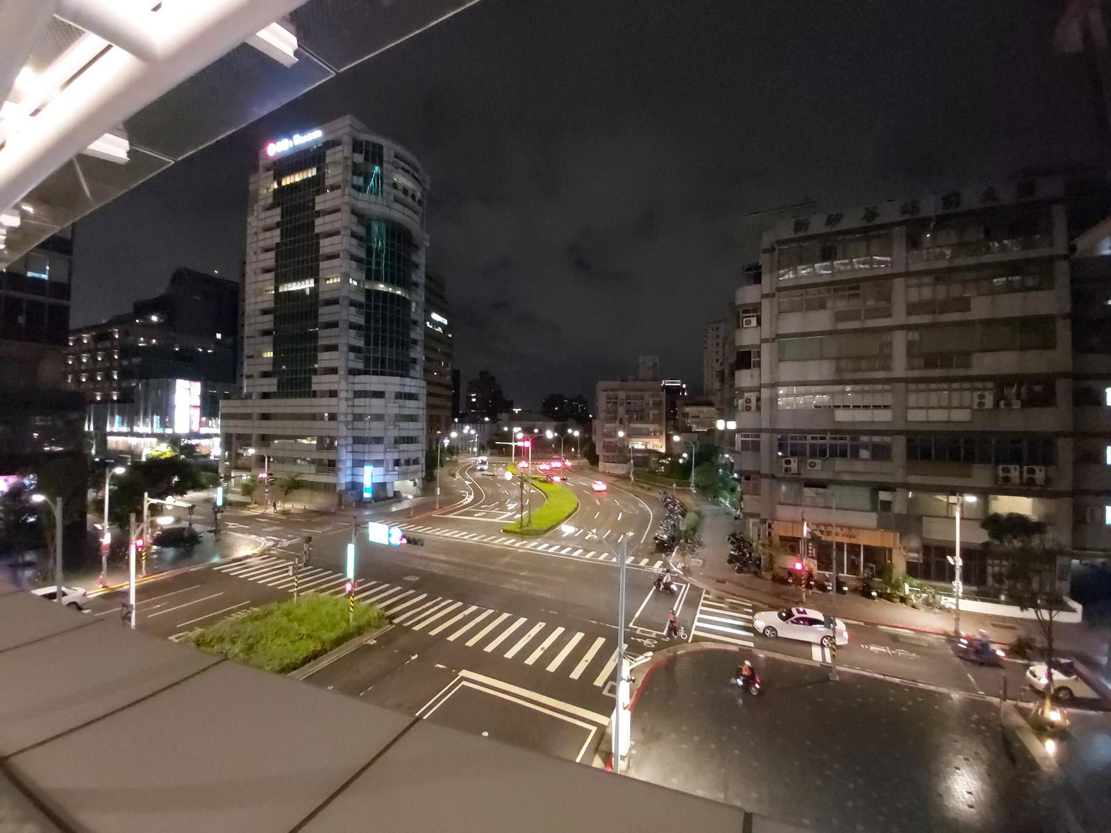 Широкоугольная ночная съёмка на Samsung Galaxy A80