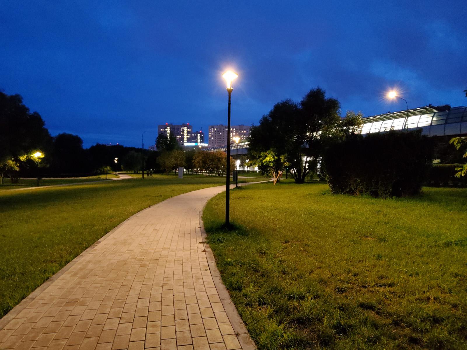 Пример ночного фото с камеры Samsung Galaxy Tab S6