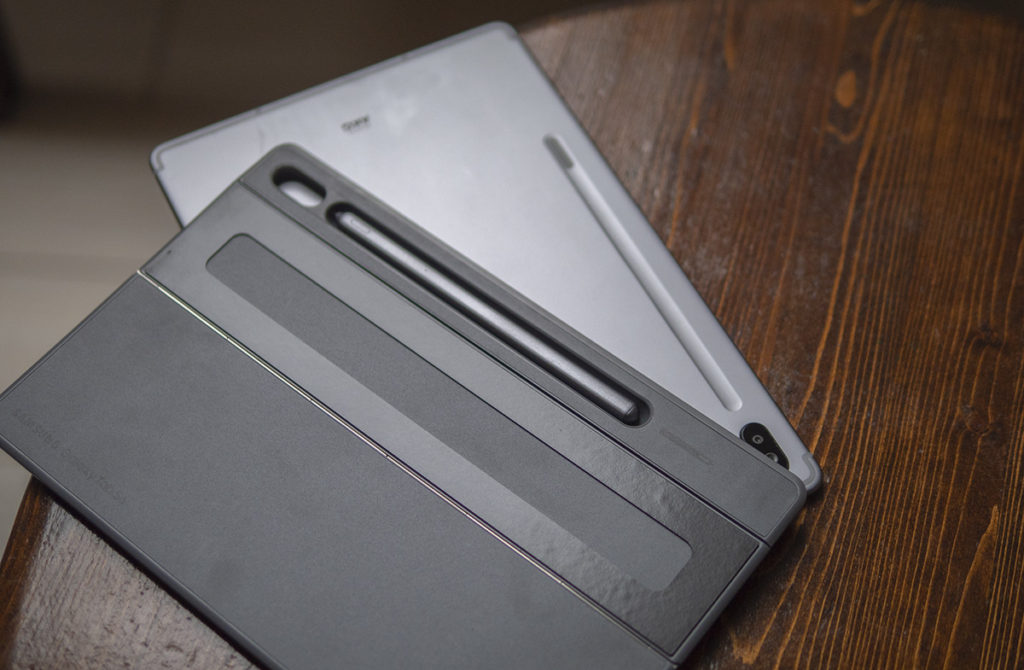 Крышка чехла, которую нужно клеить к спинке планшета Samsung Galaxy Tab S6