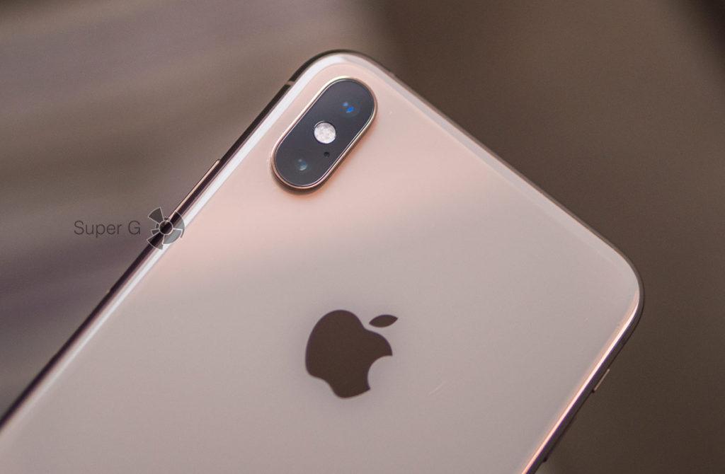 Стекло камер iPhone XS Max за год не пострадало
