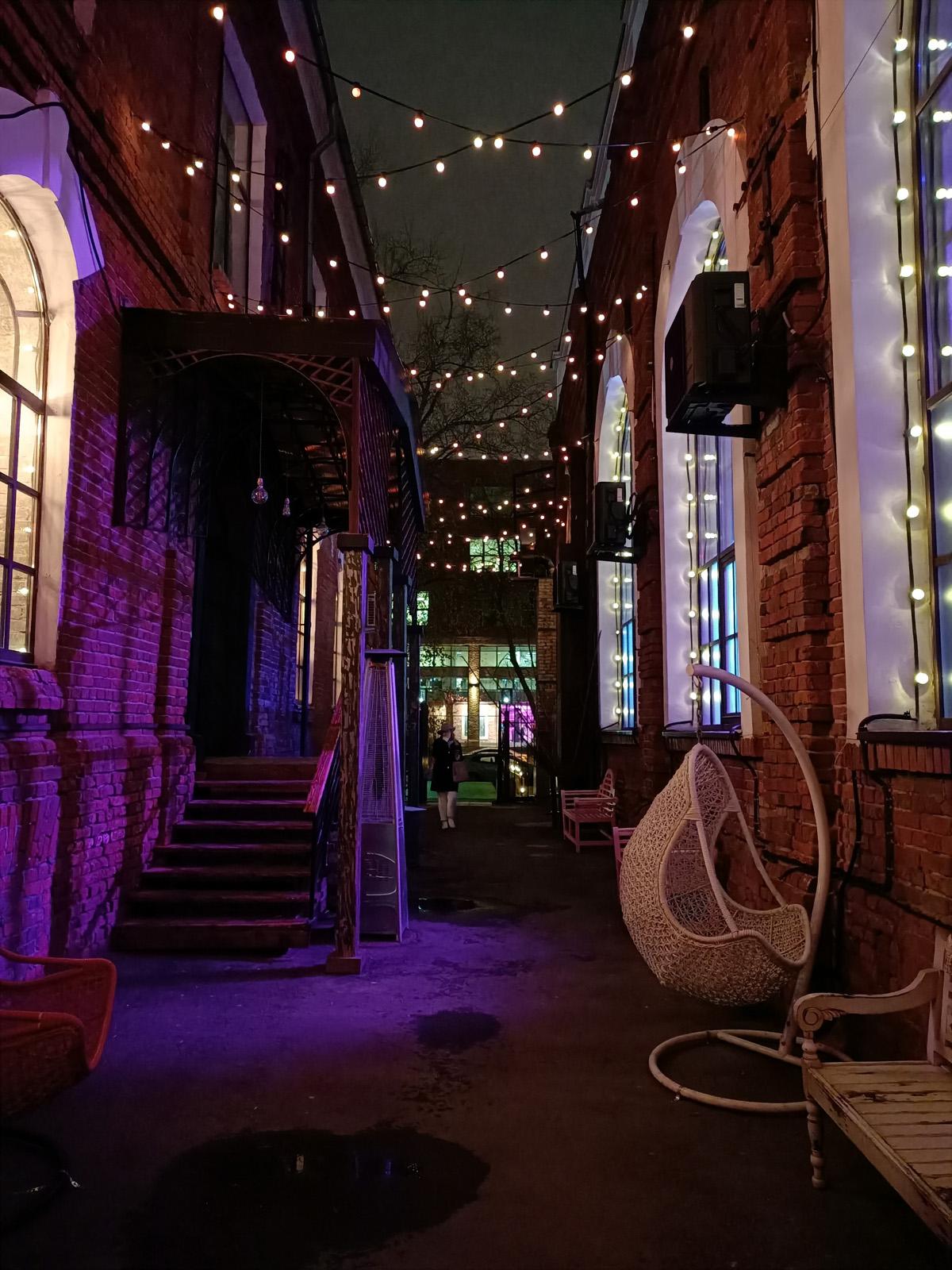Пример фото, снятого на OPPO Reno 2Z ночью