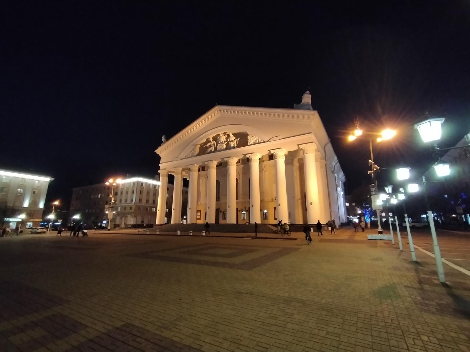 Пример широкоугольной съёмки ночью на realme 5