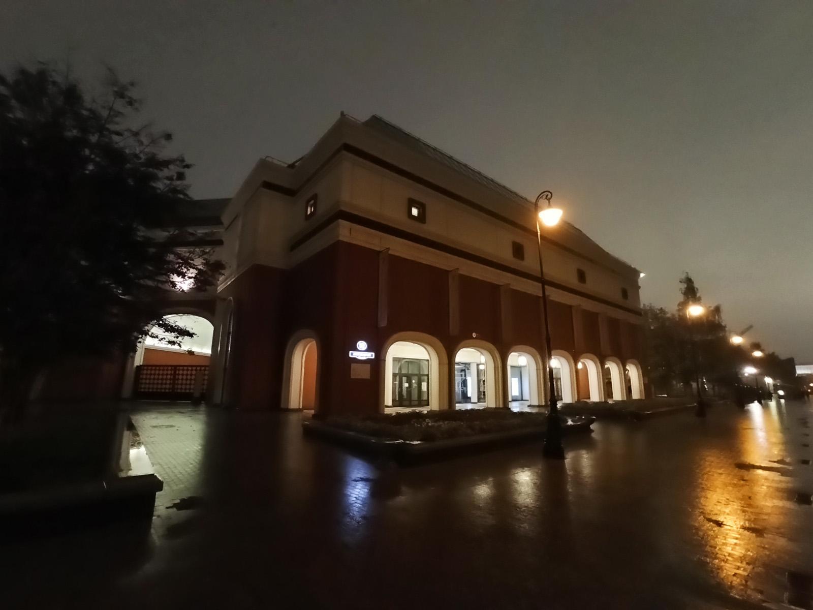 Пример ночного фото с широкоугольной камеры Redmi Note 8 Pro