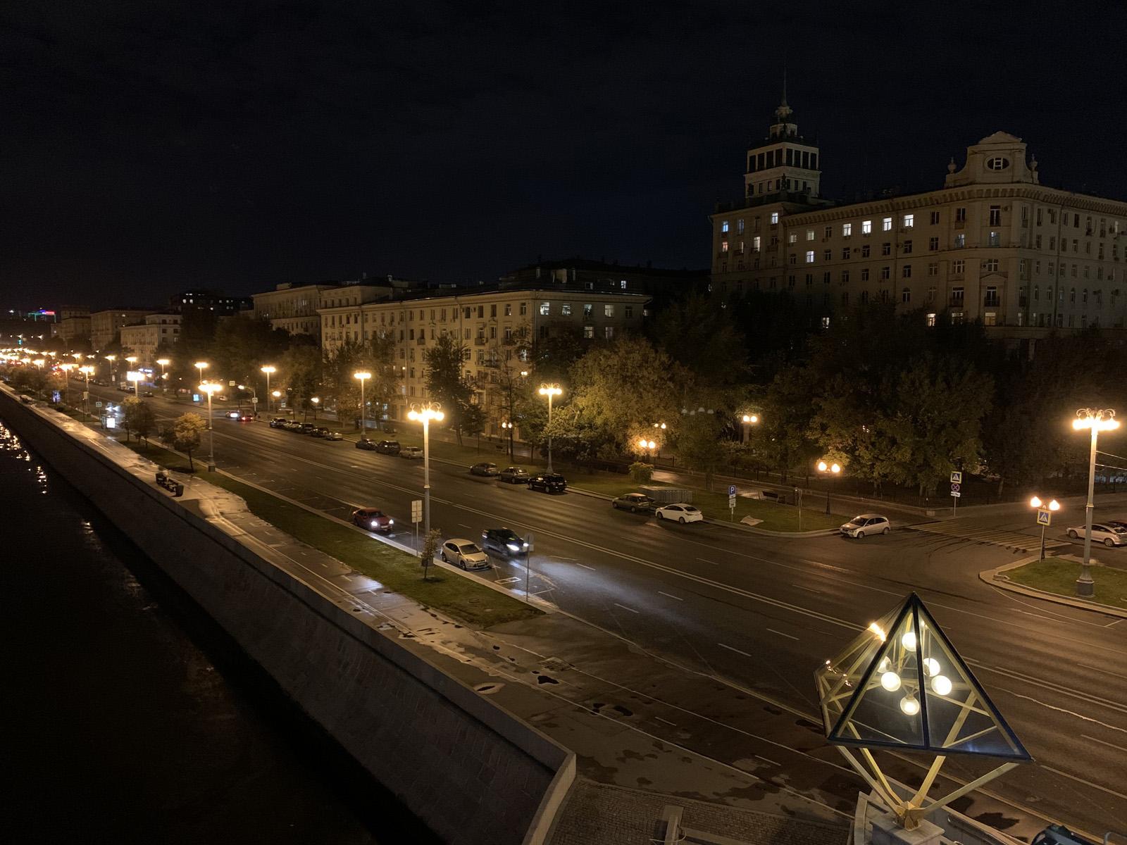 Ночное фото с камеры iPhone XR