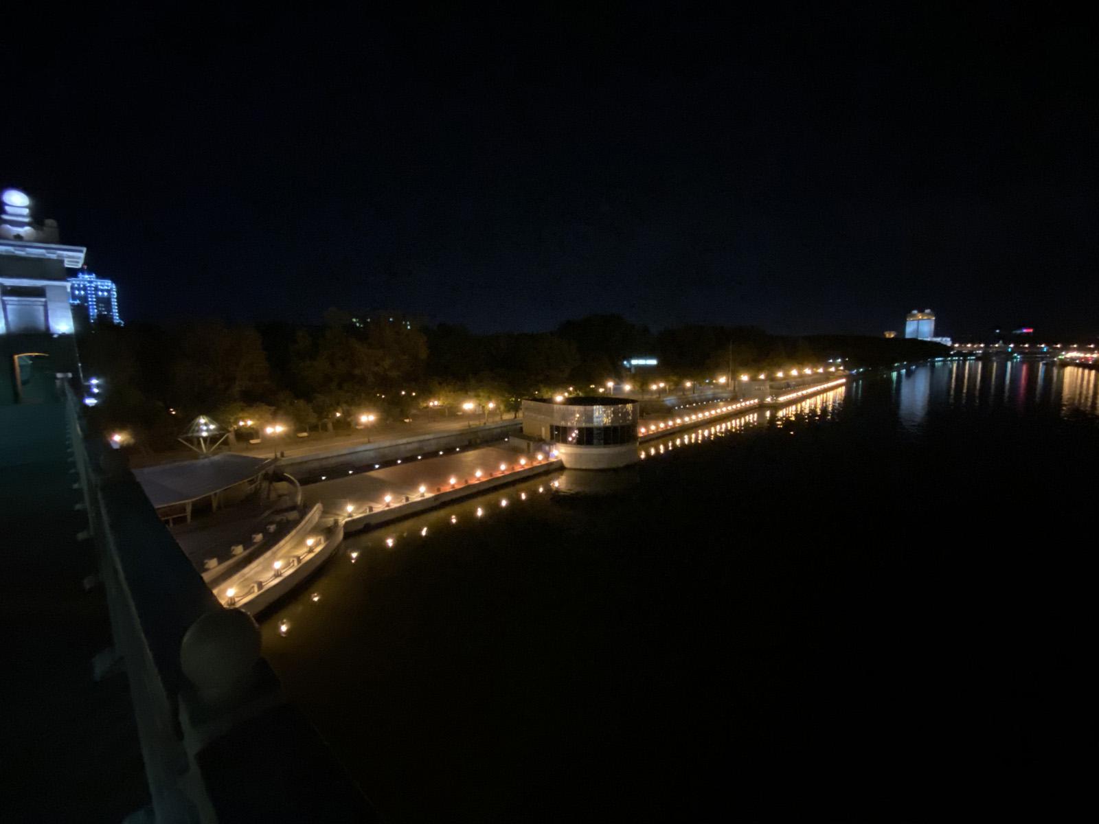 iPhone 11 Pro - пример ночного фото на широкоугольную камеру