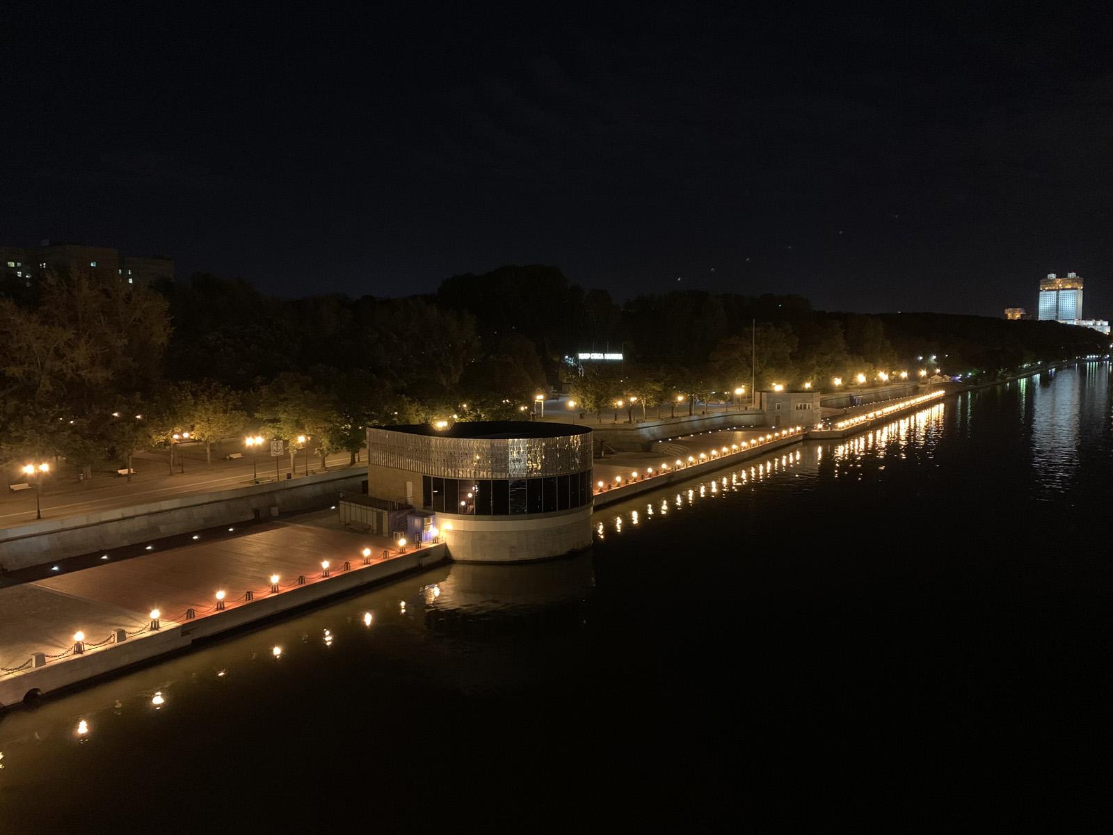 iPhone XS Max - пример ночного фото на основную камеру