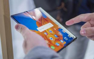 Huawei Mate Xs 5G полоска от сгиба на экране