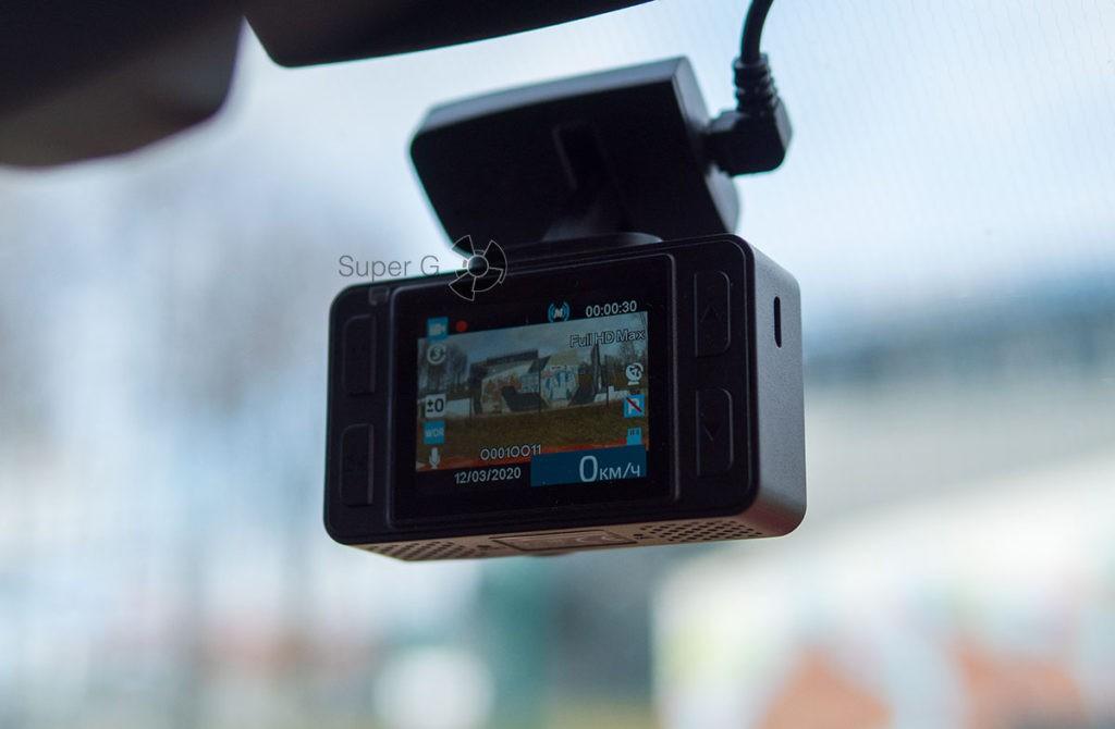 Экран Neoline G-Tech X74 видно под любым углом