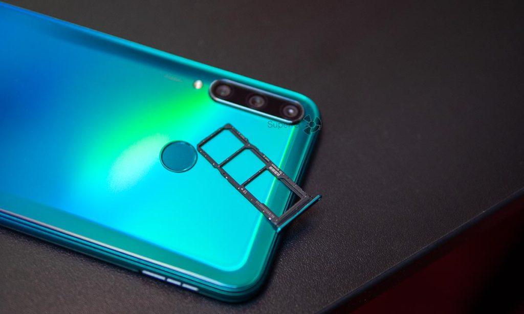 Слот для двух Nano SIM-карт Huawei P40 lite E