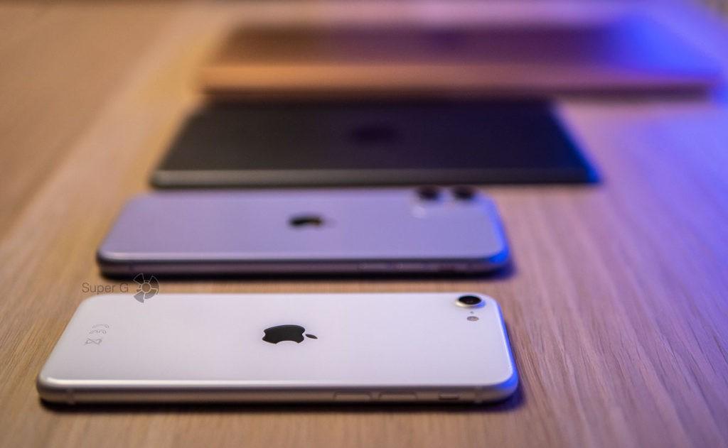 Смартфоны iPhone SE 2 и iPhone 11