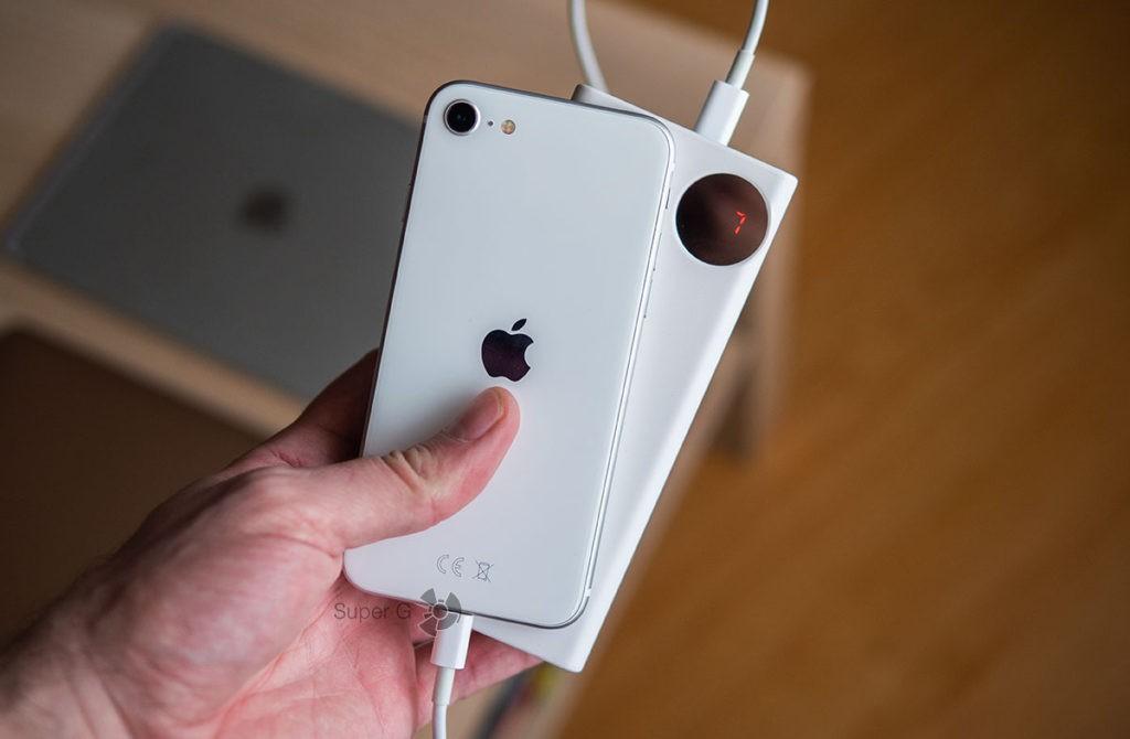 Baseus 30000 может зарядить iPhone SE 2