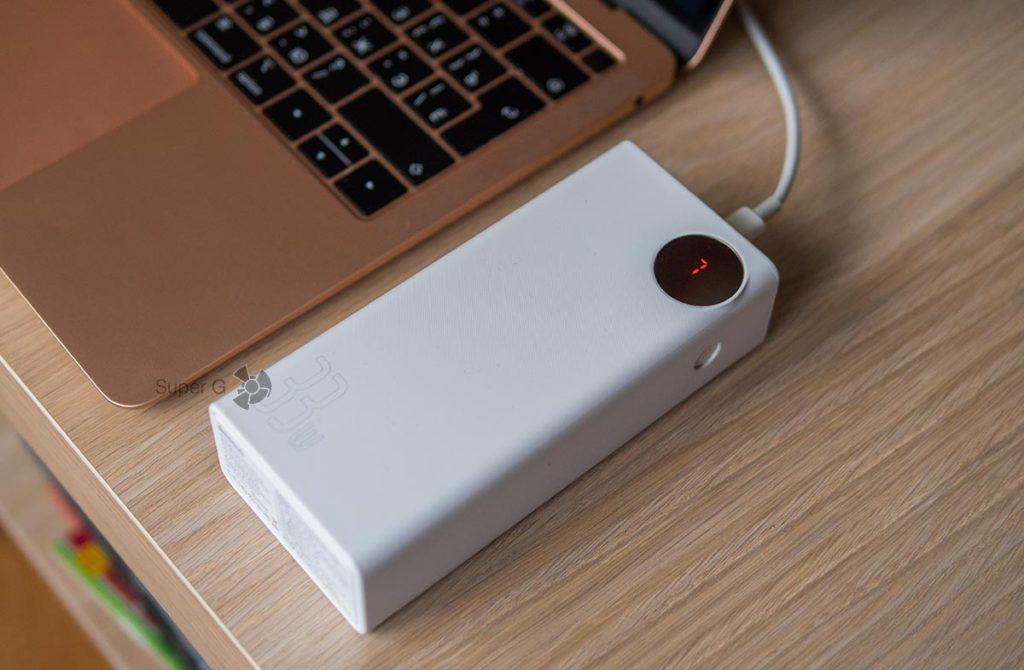 Baseus 30000 может зарядить MacBook Air