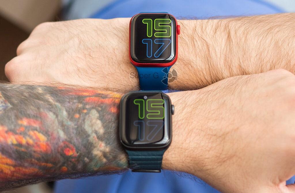 Яркость экрана Apple Watch Series 6 (сверху) и Series 5 (снизу)