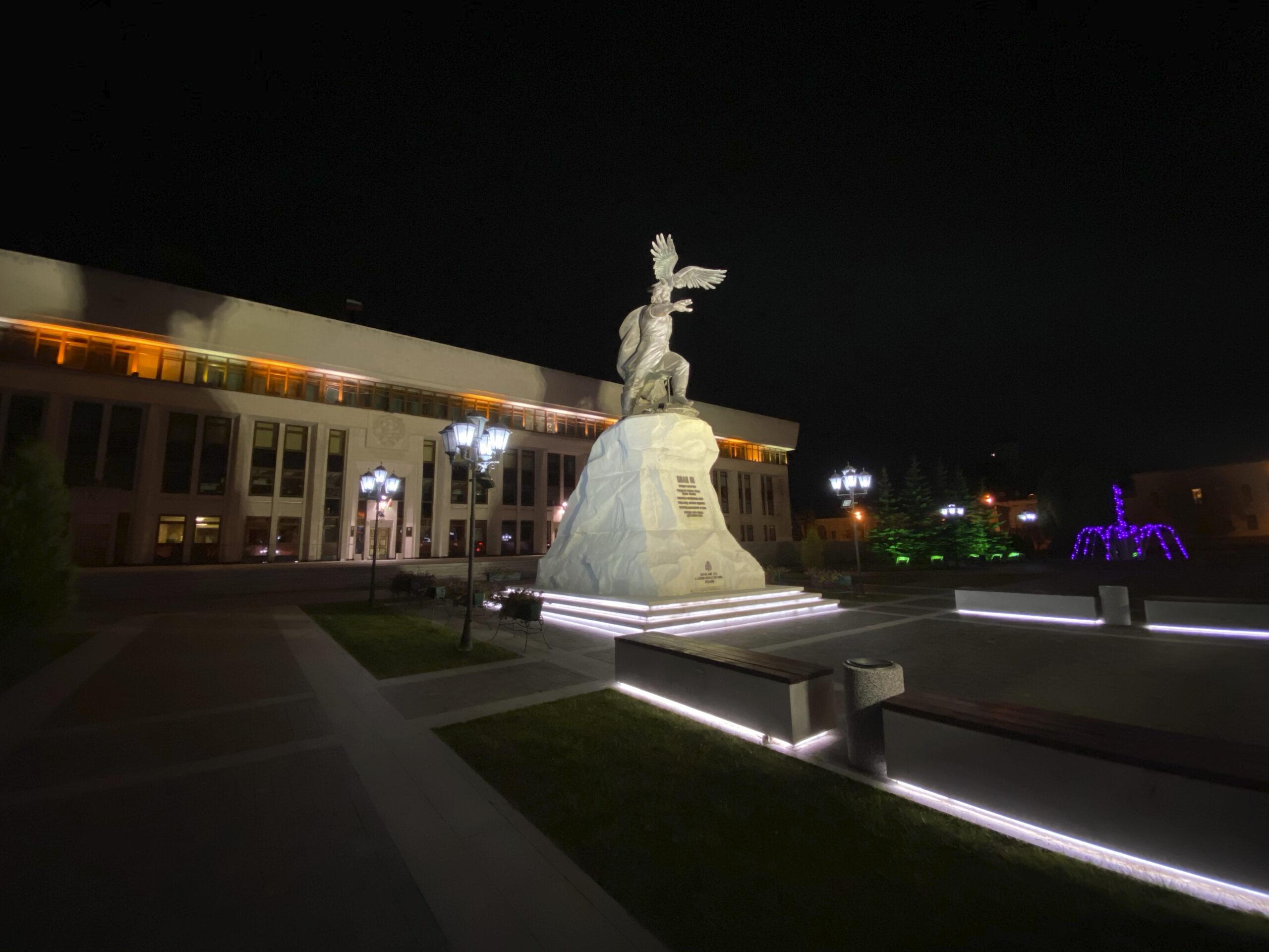 Пример фото со сверхширокоугольной камеры iPhone 11 ночью