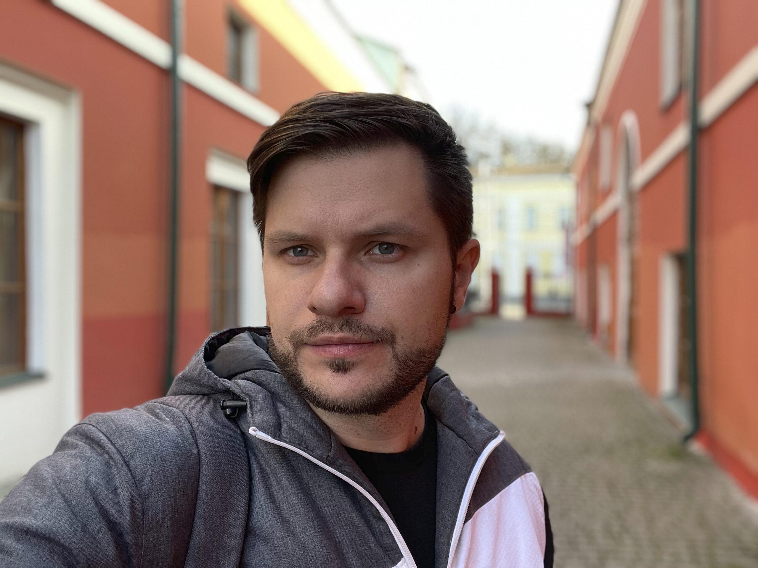 Пример портретной съёмки на фронтальную камеру iPhone 12