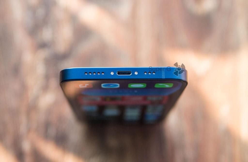 Разъём Lightning в iPhone 12 и динамик