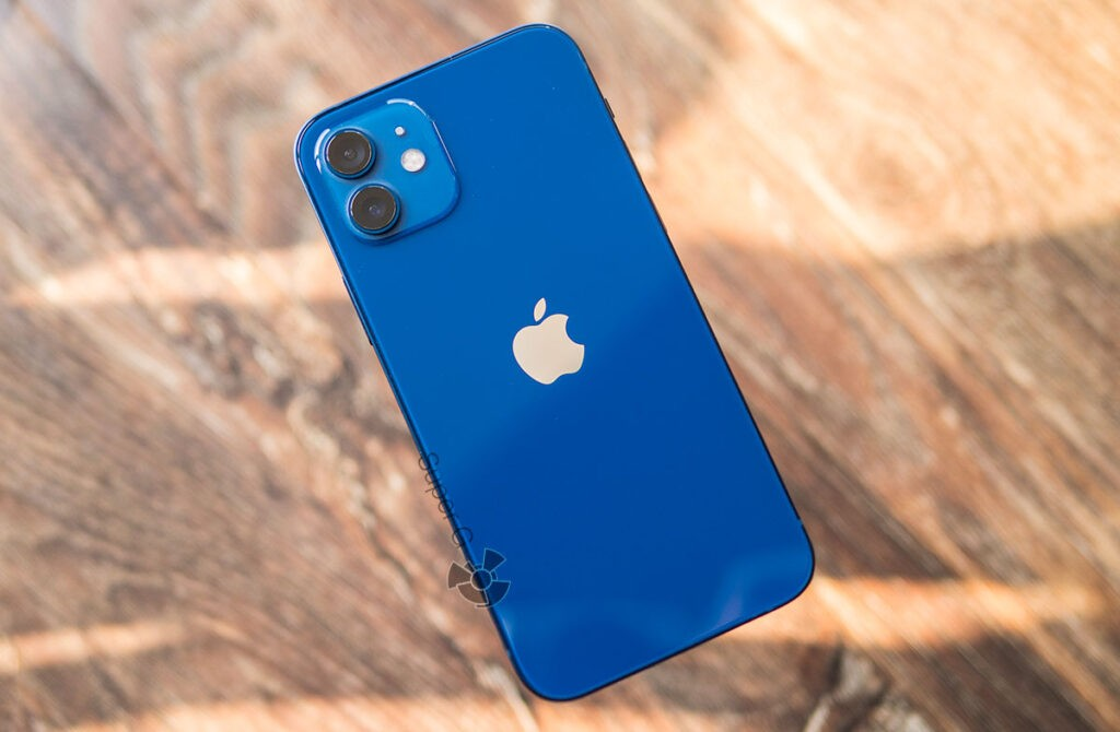 Синий iPhone 12