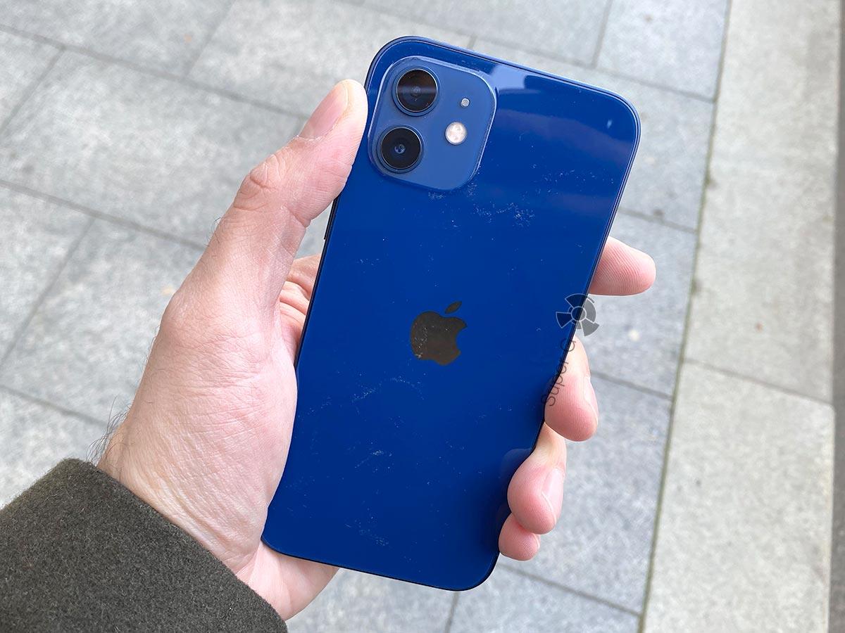 iPhone 12 постоянно в пыли
