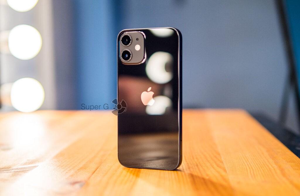 Сравнение iPhone 12 mini с iPhone 12