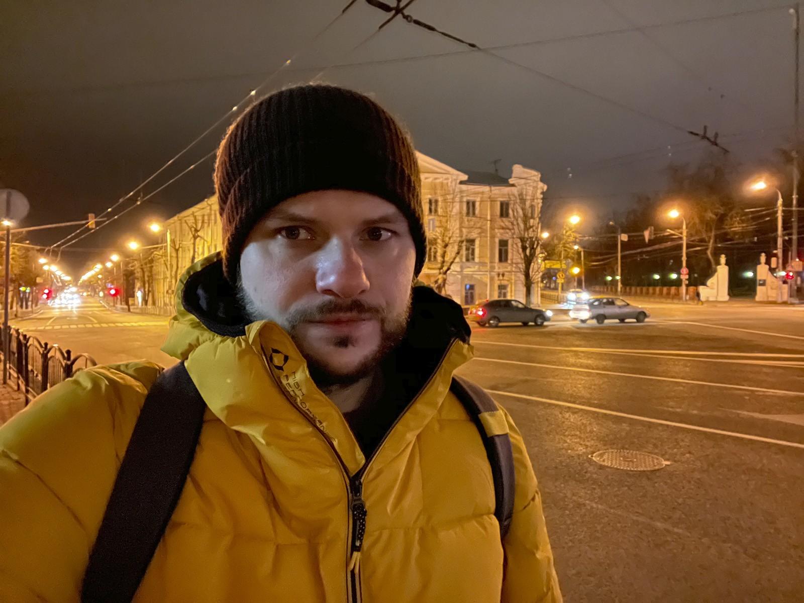 iPhone 12 ночное селфи с фронтальной камеры