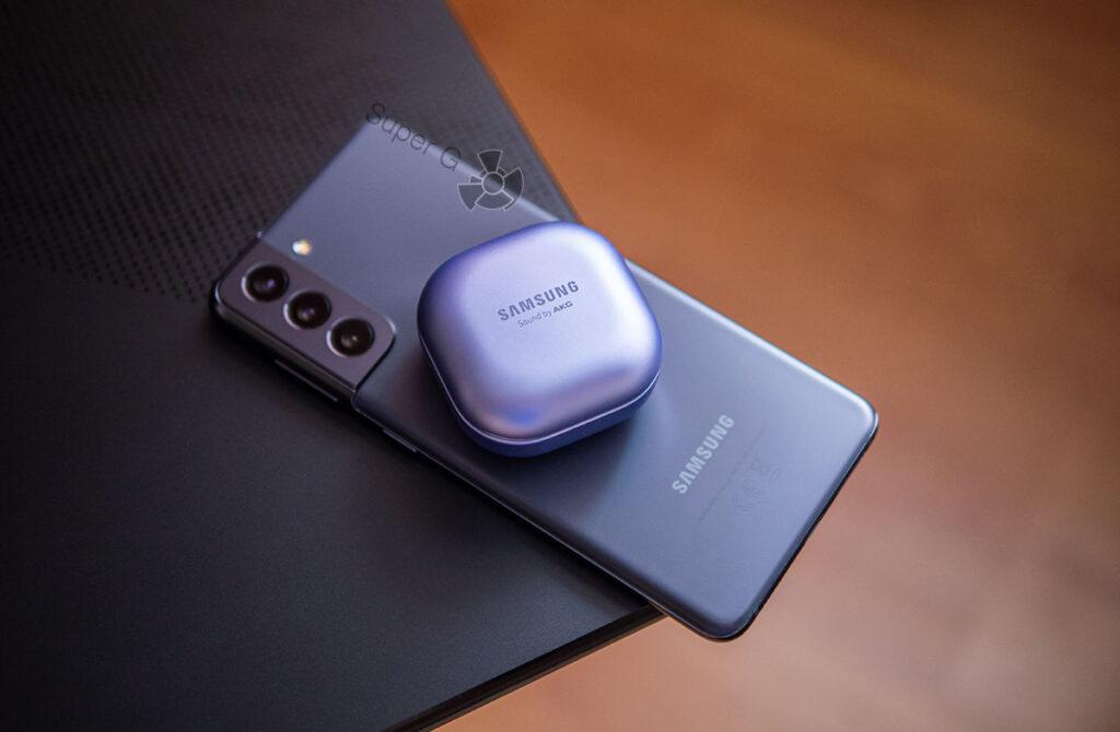 Зарядка Samsung Galaxy Buds Pro от спинки смартфона Samsung S21