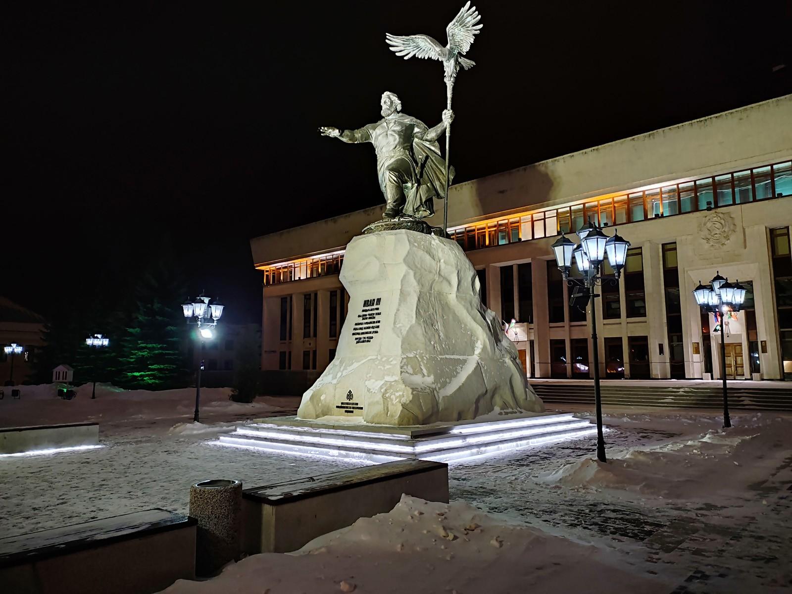 Пример фото, снятого на Redmi Note 10 ночью