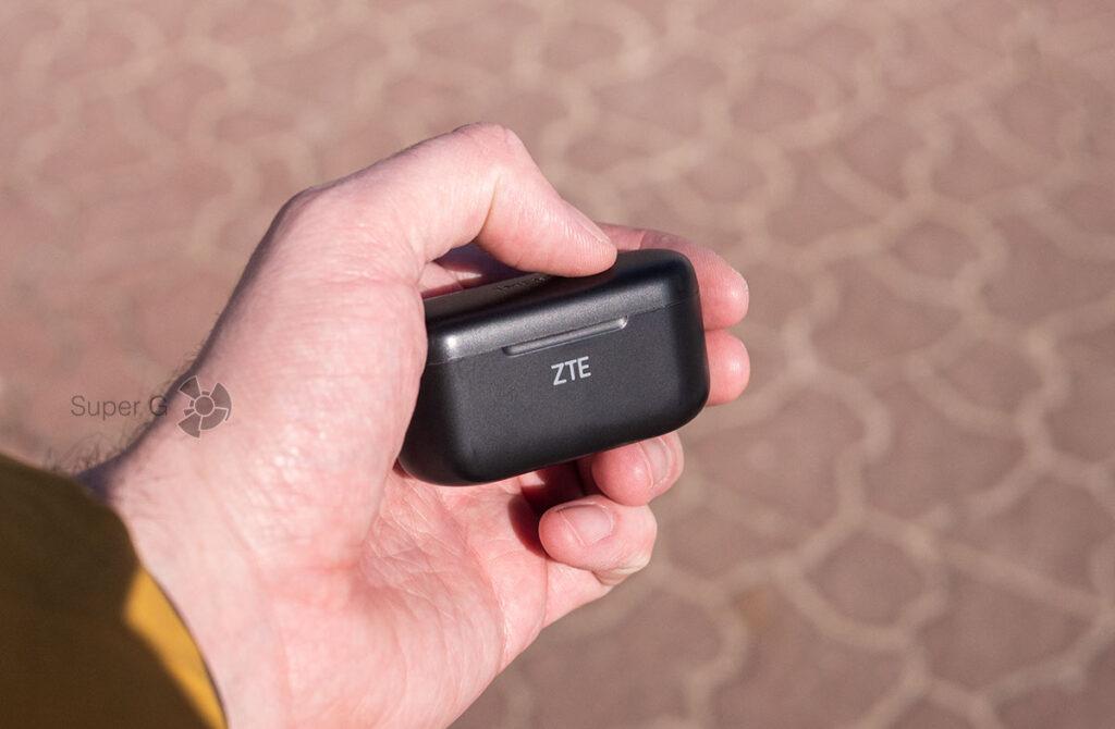 Кейс для подзарядки и удобства ZTE LiveBuds