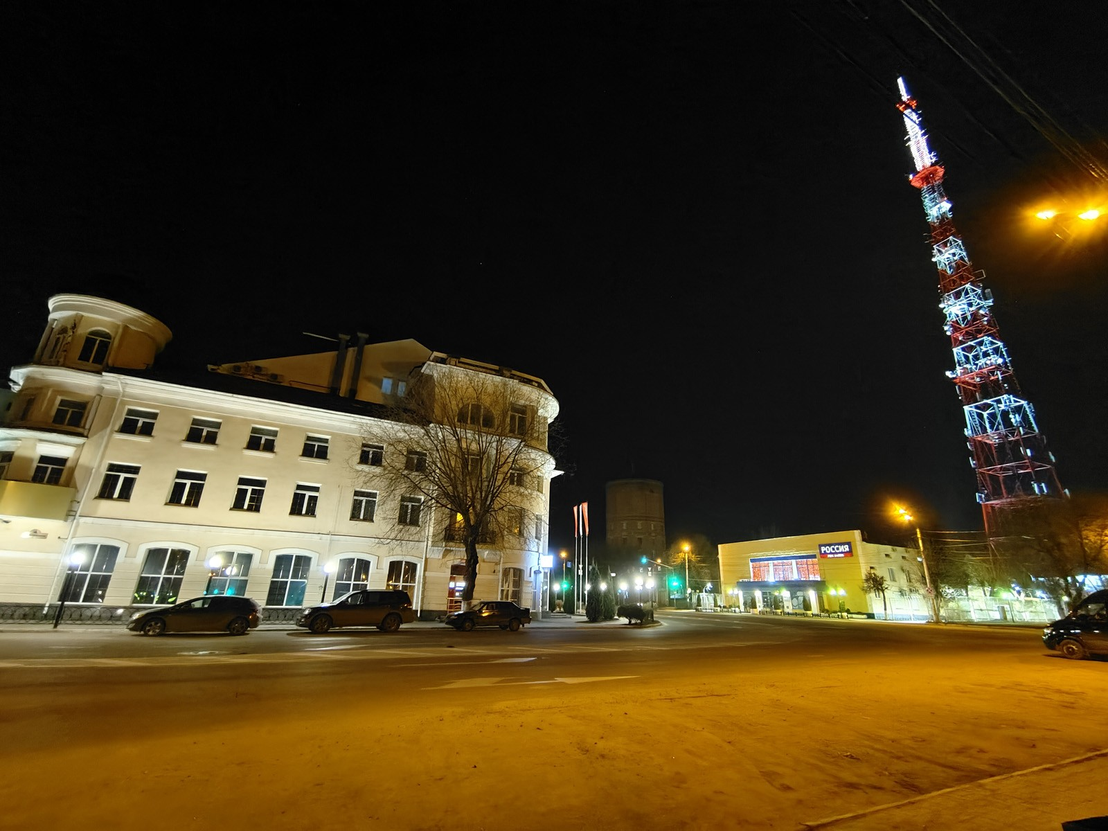 Пример ночного фото с широкоугольной камеры Vivo X60 Pro