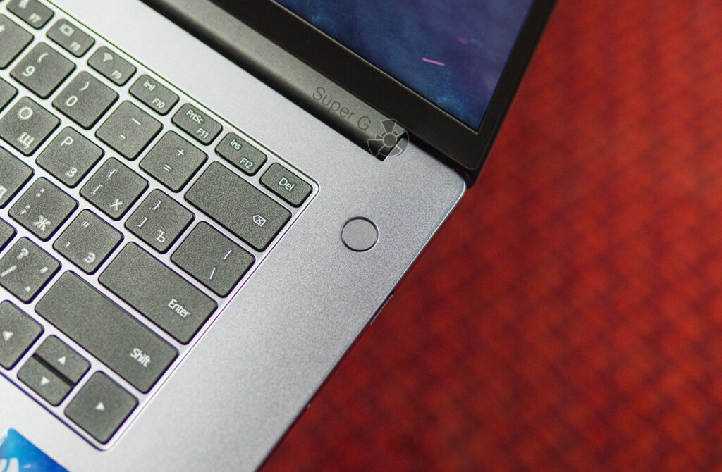 Сканер отпечатков пальцев в кнопке включения Honor MagicBook 15 2021