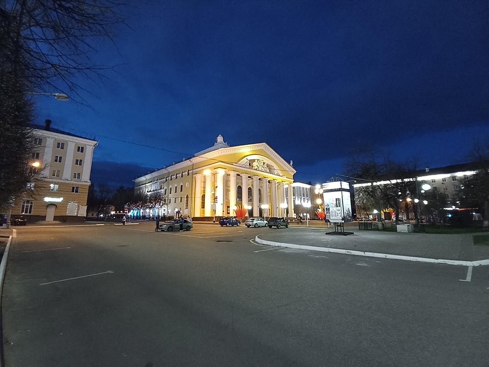 Пример фото с широкоугольной камеры Redmi Note 10S ночью