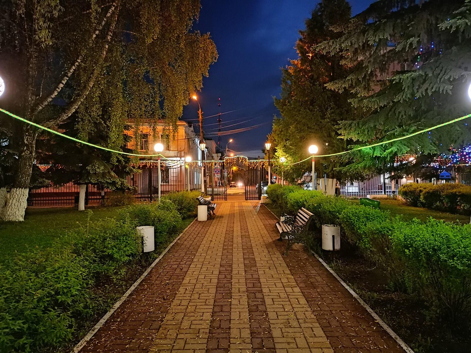 Пример ночного фото с камеры смартфона realme 8
