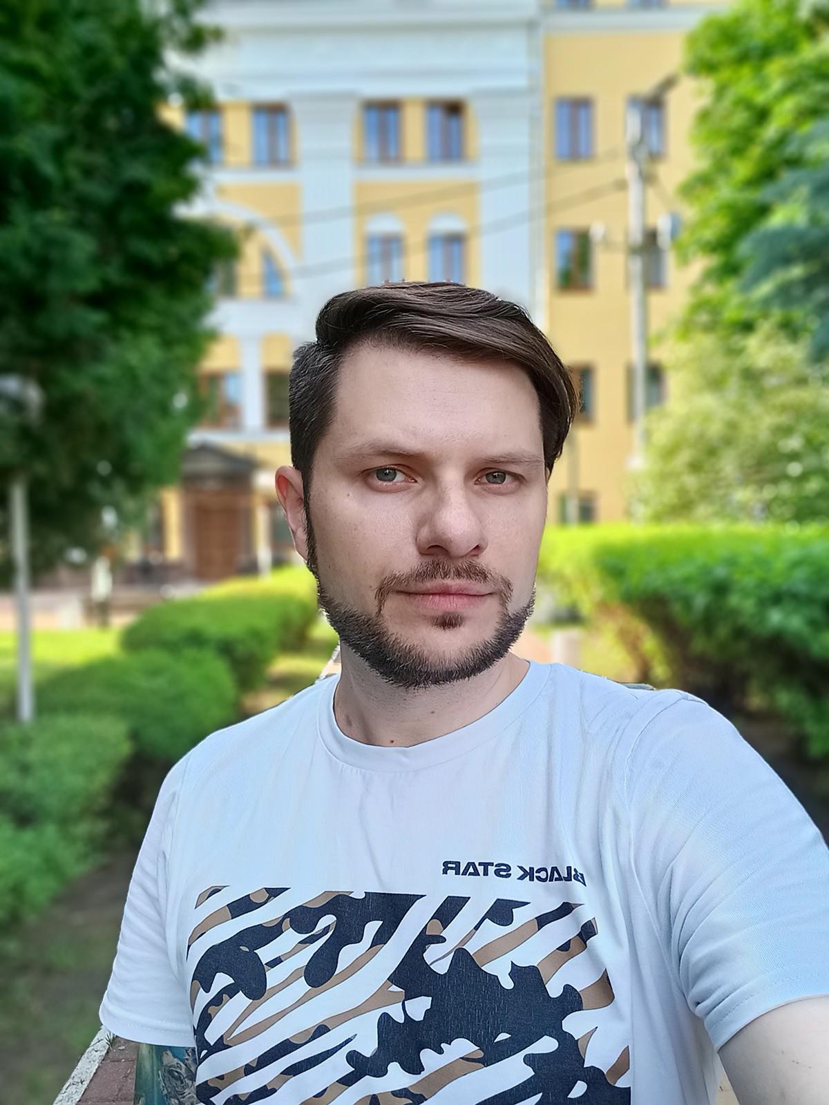 Фото с фронтальной камеры realme 8 в портретном режиме